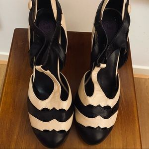 Vintage Inspired High Heels Navy/Cream size 10